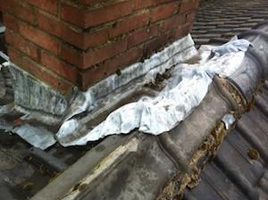 schoorsteen aansluiting op het dak